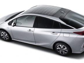 auto Toyota Prius Prime plug-in hybrid solární střecha