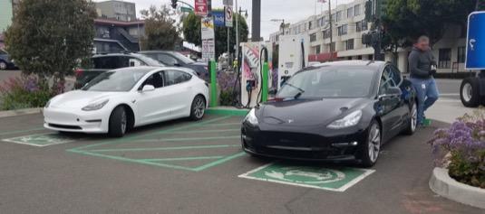 auto Tesla Model 3 dobíjení CCS CHAdeMO