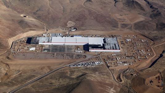 auto gigatovárna Gigafactory 1 Tesla Nevada Reno letecký pohled