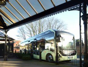 Infrastruktura OppCharge pro příležitostné nabíjení umožní celodenní nepřetržitý provoz elektrických autobusů Volvo.