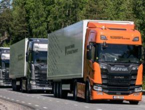 auto jízda kamionů v konvojích