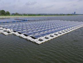 auto plovoucí solární elektrárna Singapur ABB