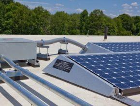 Pokud je cílem obnovitlených zdrojů v Belgii ušetřit lidem peníze za elektřinu, neměli by to se solárními panely a bateriemi přehánět.
