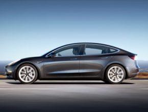 auto elektromobil Tesla Model 3 elektromotory s permanentními magnety