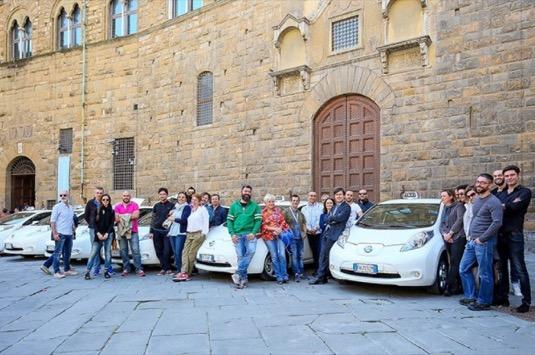 auto elektromobily Nissan Leaf jako vozy taxislužby ve Florencii