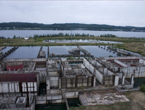 Polsko pohled na nedokončenou jadernou elektrárnu Żarnowiec