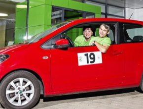 auto Věra a Jan Horníčkovi vyhráli 35. ročník soutěže ŠKODA Economy Run. Posádka v soutěži o nejnižší spotřebu zvítězila s vozem ŠKODA CITIGO se spotřebou pouhých 3 l/100 km.
