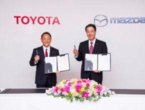 auto Mazda Toyota spojenectví