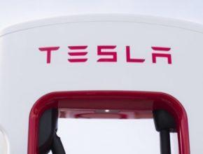 Síť nabíjecích stanic Tesla Supercharger je dnes hlavní konkurenční výhodou Tesly proti veškeré ostatní konkurenci