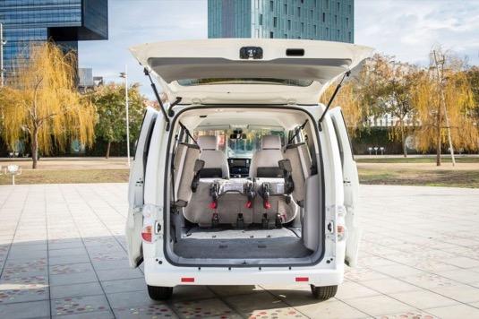 Elektrododávka Nissan e-NV200 patří mezi oblíbené rozvážkové a taxi vozy