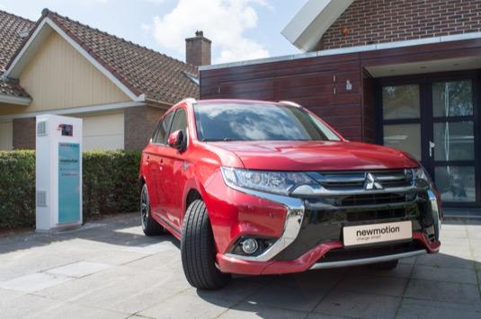 auto plug-in hybrid Mitsubishi Outlander PHEV jako malá domácí elektrárna