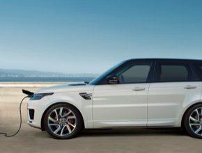 Novinkám napříč celou modelovou řadou Range Roveru Sport vévodí nový Plug-In Hybrid (PHEV), kombinující pohon poskytovaný elektrickým a zážehovým motorem