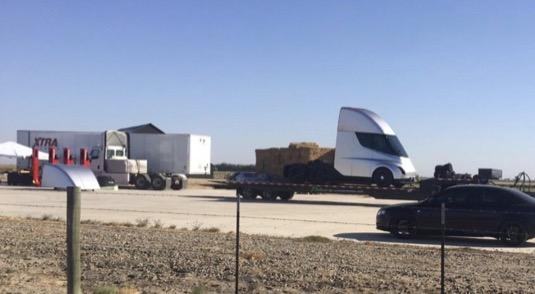 Tesla Semi elektrický truck kamion elektromobil