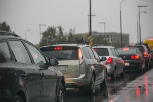 auto silnice výfuk smog
