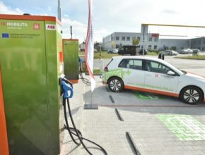 auto ČEZ dobíjecí stanice elektromobil Volkswagen e-Golf