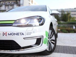 MONETA Money Bank ve spolupráci spartnery rovněž intenzivně zkoumá možnosti, jak vblízkosti svých více než 230 poboček po celé České republice instalovat veřejně dostupné dobíjecí stanice.