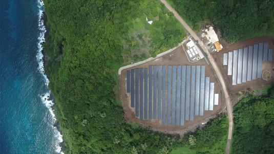 solární elektrárna Tesla doplněná o velké bateriové úložiště na ostrově Americká Samoa