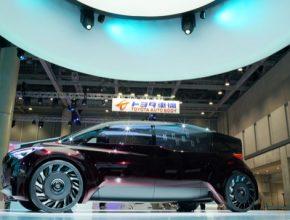 auto Toyota pneumatiky bez vzduchu