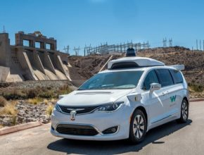 auto robotické autonomní taxi vůz Chrysler