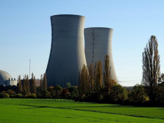 Česká vláda dlouhodobě uvažuje o rozšíření jaderných elektráren Dukovany a Temelín. Tendr na nový Temelínský reaktor byl ale před lety zrušen a pro Dukovany zatím nebyl vypsán.