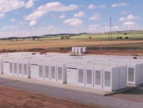 auto Tesla baterie větrná farma elektrárna Powerpack