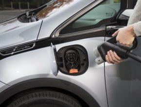 auto elektromobil dobíjení Opel Ampera-E