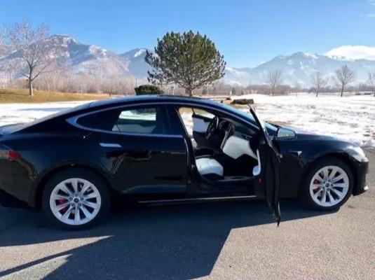 auto elektromobil obrněný Tesla Model S P100D