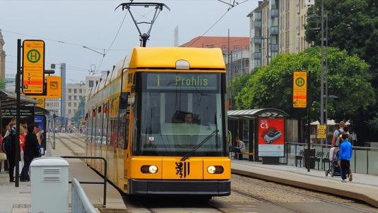 auto MHD městská hromadná doprava tramvaje Drážďany