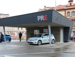 Rychlonabíjecí stanice pro elektromobily PRE v Praze Holešovicích