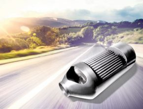 Filtr pevných částic je zásadní součástí výfukové soustavy vozidel, poháněných vznětovými motory. Pevné částice (PM) vznikají spalováním nafty a emisní normy stanovují přísné limity pro jejich obsah ve výfukových plynech vznětových motorů, protože se jedná o látky s karcinogenními účinky.