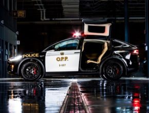 Elektromobil Tesla Model X jako policejní auto pro provinciální policii v Ontariu