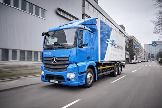 Flotila deseti těžkých nákladních vozidel selektrickým pohonem jezdí nově v Německu a Švýcarsku. Dojezd až 200 km sobvyklými jízdními výkony a užitečnou hmotností.