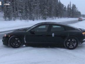 auto elektromobil Porsche Mission E test prototypu na sněhu a ledu