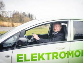 auto elektromobil Peugeot iOn - spokojený elektromobilista Radovan Burkovič