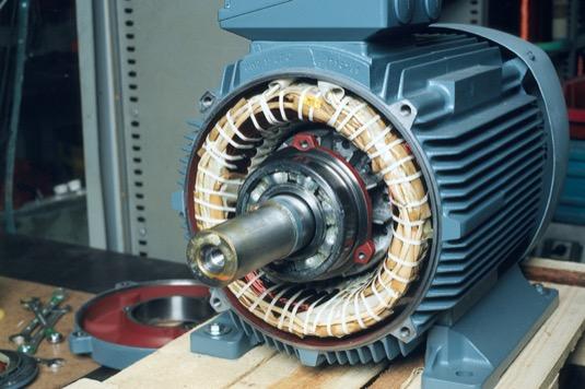 Nové vysoce účinné průmyslové motory přinesou obrovské úspory energie. Neobejdou se ale bez perfektní ochrany spouštěče.