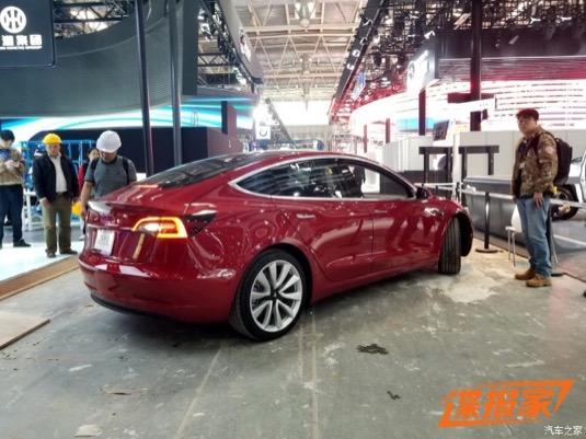 Elektromobil Tesla Model 3 má rezervováno také mnoho zákazníků z Číny. Auto ale přijde na tamní trh až příští rok.