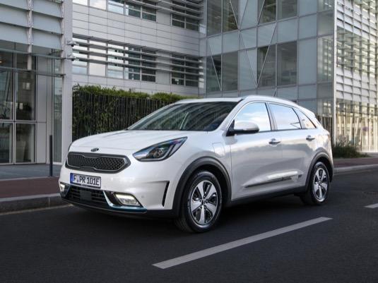Kia Niro Plug-in Hybrid už je na českém trhu k dispozici, brzy přibude také čistý elektromobil Kia Niro EV.