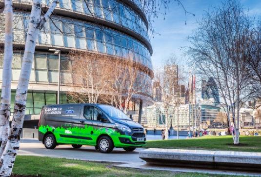 Vozy Transit Custom již zkušebně jezdí v Londýně a jsou poháněny vyspělým elektrifikovaným agregátem, v němž zážehový motor 1.0 EcoBoost slouží k prodloužení dojezdu