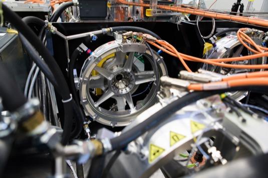 V celém systému zkušebního zařízení Siemens a Airbus provozují a ověřují celkovou dynamiku systému, včetně elektrických, tepelných a mechanických aspektů