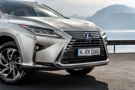 Hybridní vozy Lexus trhají v Česku rekordy, prodeje vzrostly o 36 procent