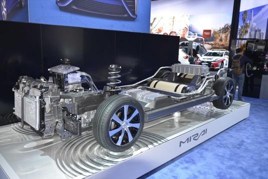 auto vodíkové vodík Toyota Mirai pohled dovnitř řez