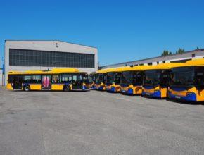Modely Scania CITYWIDE LF jsou nejen nízkopodlažní, ale také plně klimatizované, nabízejí možnost nabíjení mobilních zařízení prostřednictvím USB portů a spojení se světem pak zajišťuje WiFi.