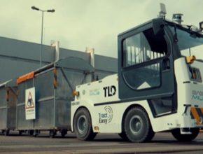 """Výrobní závod skupiny PSA v Sochaux testuje možnost automatizace části svých logistických toků. Vrámci závodu se zcela samostatně pohybuje tahač se samočinným řízením pro průmyslové účely """"TractEasy""""."""