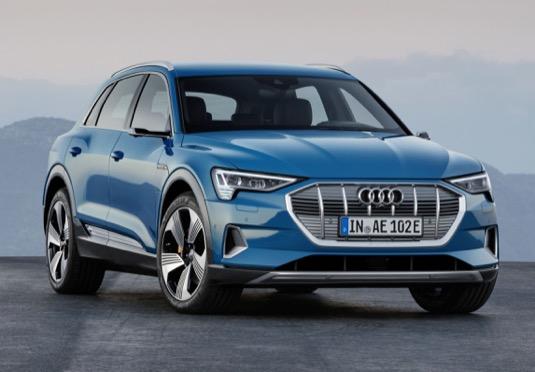 Značka se čtyřmi kruhy spouští světovou premiérou modelu Audi e-tron svou ofenzivu voblasti elektrifikace. Audi bude do roku 2025 nabízet na nejdůležitějších trzích celého světa dvanáct automobilů se zcela elektrickým pohonem a elektrifikované modely se budou podílet na celkovém prodeji přibližně jednou třetinou.