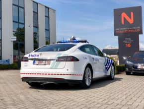 Elektromobil Tesla Model S P85D jako zásahový vůz městské policie v belgickém Zaventemu.