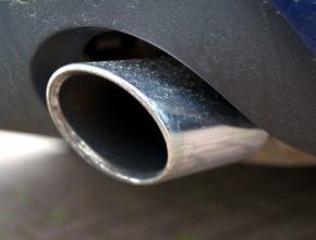 auto výfuk diesel