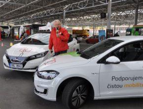 Dopravní podnik si vyzkouší dva elektromobily. Testování potrvá po dobu šesti měsíců.