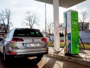 auto CNG plnící stanice plnička innogy