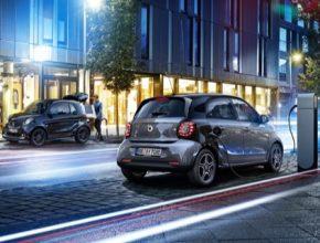 auto Smart ForTwo EQ elektromobil u nabíjecí stanice