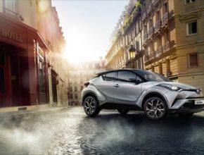 Hybridní technologie Toyota vyvíjí již přes 20 let, v Evropě se dosud prodalo již přes 2 miliony jejích vozů s hybridním pohonem.